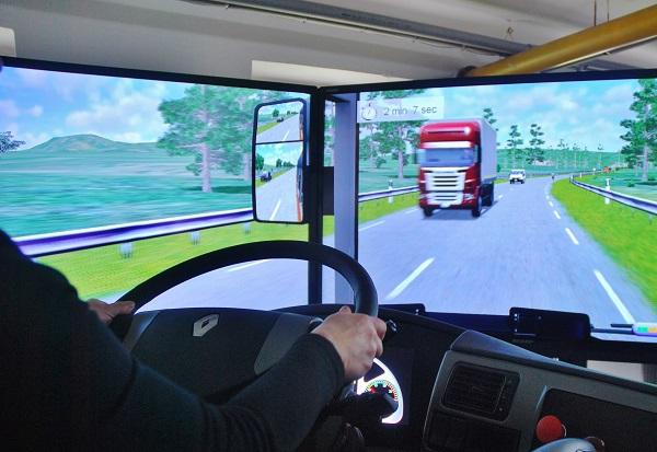 Nejvyspělejší simulátor řízení ARRIVA v Králově Dvoře (foto: Zdeněk Nesveda)