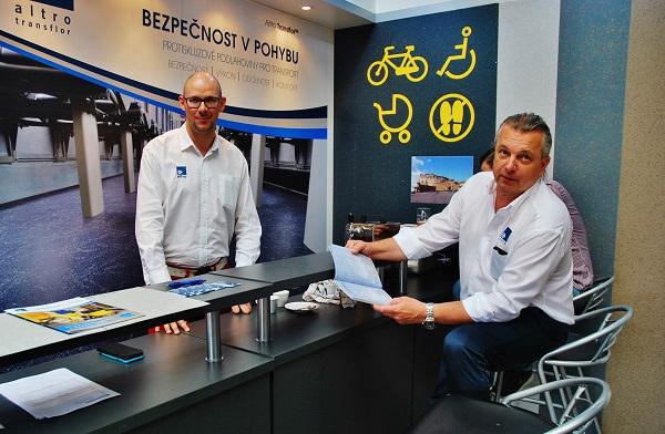 Tomáš Pospíšil, vlevo a Libor Andrlík, které jsem zastihnul v expozici ANVI TRADE na veletrhu Czech Rail Days 2017 v Ostravě (foto: Zdeněk Nesveda)