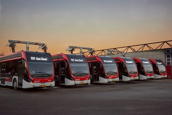 Oceněný snímek Alexe de Jonga rychlého nabíjení elektrobusů Citeas SLFA Electric, 3. místo odborné poroty na UITP