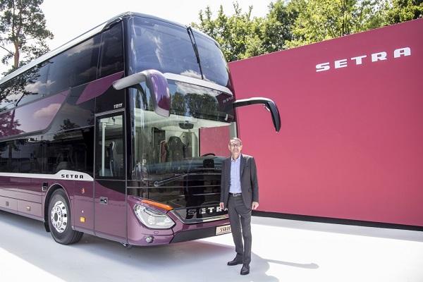 Hartmut Schick, ředitel Daimler Buses, představil úplně poprvé nový patrový autokar Setra S 531 DT (foto: Zdeněk Nesveda)