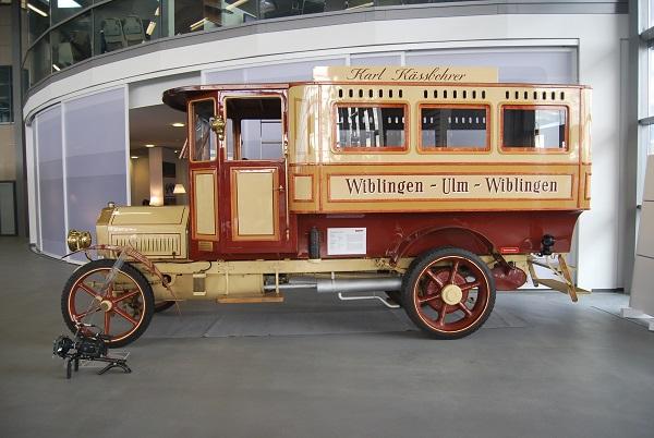 Úplně první autobus Kässbohrer vyrobený v Ulmu v roce 1911 předchůdce dnešních autobusů Setra (foto: Zdeněk Nesveda)