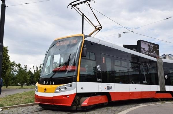 10.7. 2017 byla pojmenována další tramvaj 15T, a to po známém českém vynálezci a elektrotechnikovi Františku Křižíkovi (foto: DPP)