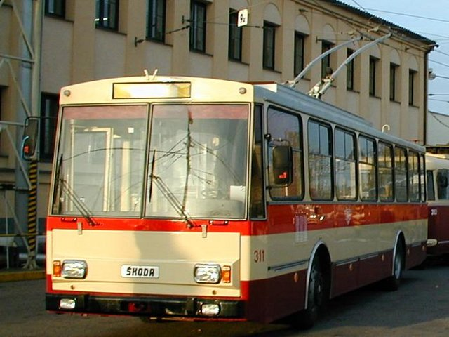 Trolejbus Škoda 14Tr08/6 č. 311 (foto: DPMP)