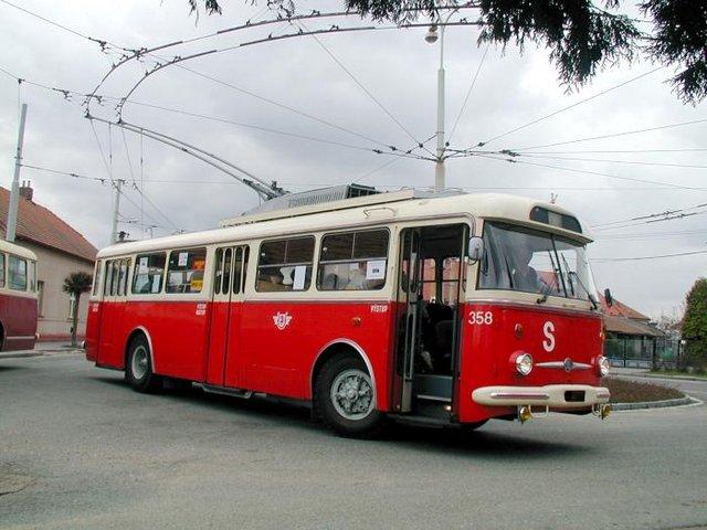 Trolejbus Škoda 9TrHT28 č. 358 (foto: DPMP)