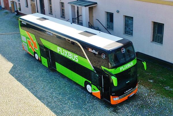 Umbrella provozuje cca 60 autobusů z toho je 38 patrových Setra 431 DT (foto: Zdeněk Nesveda)