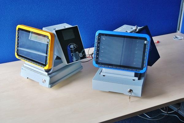 Odbavovací zařízení Synergy OCC je víceúčelové zařízení, které kombinuje funkce odbavovacího zařízení obsluhovaného řidičem, palubního počítače, základní jednotky odbavovacího a informačního systému a terminálu cestujícího (foto: Zdeněk Nesveda)