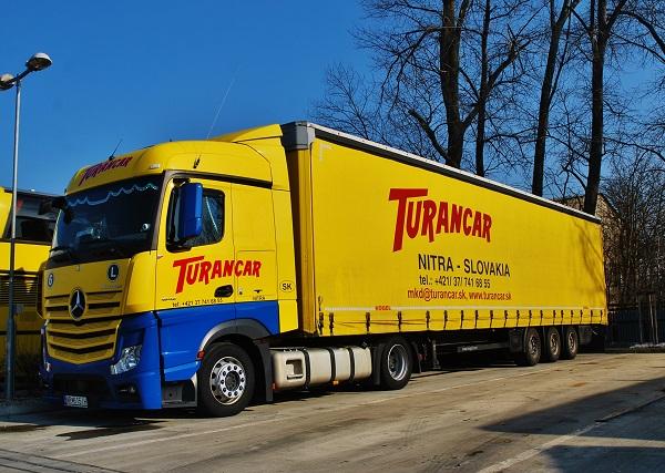 Mezinárodní kamionová doprava TURANCAR provozovaná výhradně auty značky Mercedes – Benz (foto: Zdeněk Nesveda – BusPress)