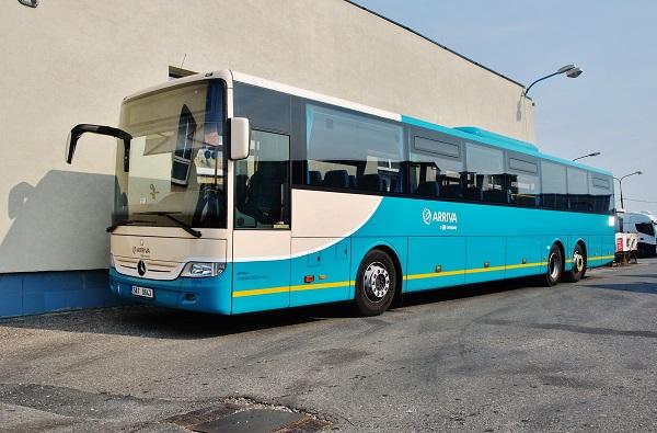 Také jeden z nových přírůstků v Arriva Střední Čechy velkokapacitní autobus Mercedes - Benz (foto: Zdeněk Nesveda)
