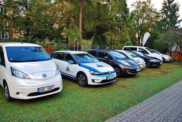 Elektromobily na konferenci Efektivní elektromobilita v organizacích 2016 (foto: Zdeněk Nesveda)