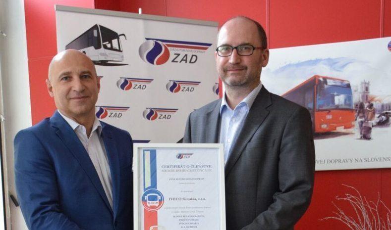 Oficiálnu spoluprácu uzavrelo vedenie Zväzu autobusovej dopravy s talianskou spoločnosťou IVECO (foto: ZAD)