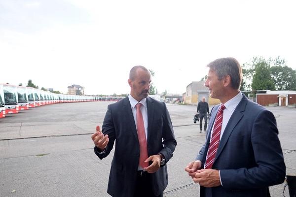Riaditeľ úseku obchodu a strategického rozvoja a člen predstavenstva DPB, a.s. Alexander Sako a Primátor Bratislavy Ivo Nesrovnal (foto: Marek Velček)
