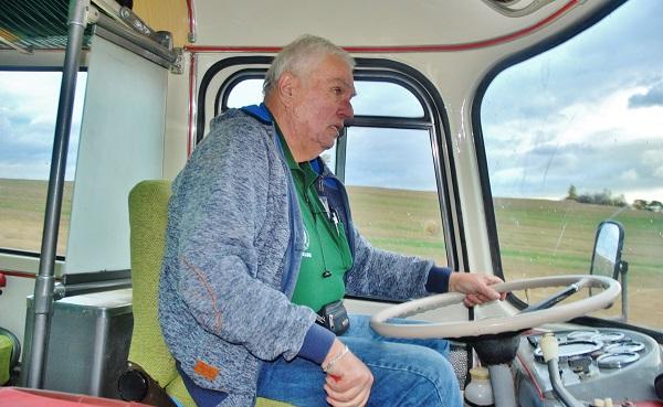 Tonda Kuthan, správce, řidič a člověk, který mám lví podíl na tom, že tenhle autobus doslova povstal z popela (foto: Zdeněk Nesveda)