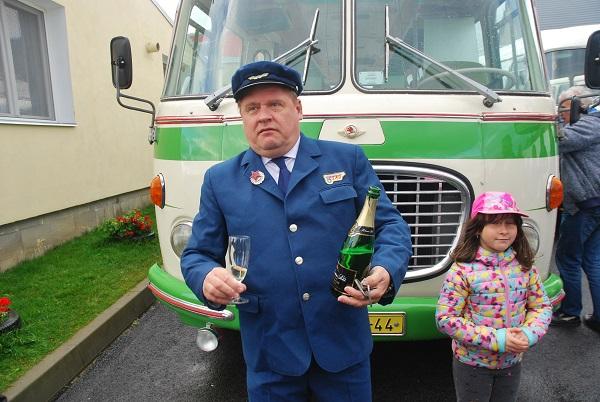 Václav Kopta Pokřtil nový přírůstek RTO klubu autobus Škoda 706 RTO (foto: Zdeněk Nesveda)