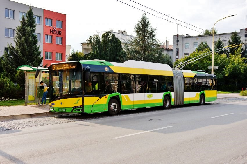 První cestující se ve slovenské Žilině svezli novým trolejbusem Škoda 27 Tr (foto: Škoda Electric)