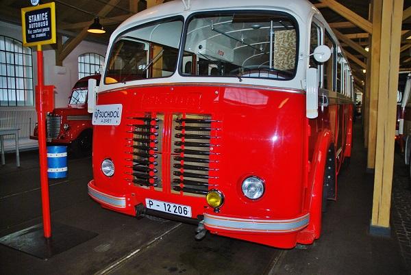Městský autobus Škoda 706 RO v muzeu MHD Dopravního podniku hl. m. Prahy (foto: Zdeněk Nesveda)