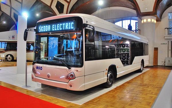 Nový elektrobus Škoda Electric v kabátě Iveco na veletrhu CZECHBUS 2017 (foto: Zdeněk Nesveda)