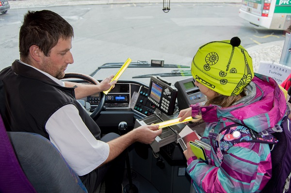 Rozhodli jsme se vybavit naše autobusy reflexními páskami (foto: BusLine)