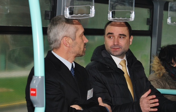 Vpravo generální ředitel Arriva Daniel Adamka (foto: Zdeněk Nesveda)