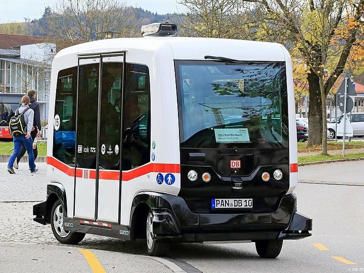Osvědčený automatický minibus EasyMile EZ10 ( foto: DB)