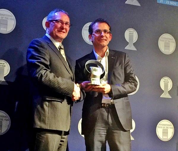 Pánové zleva: Jarlath Sweeney, Chairman International Van of the Year Jury,