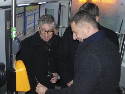 Ministr průmyslu a obchodu Tomáš Hüner, hejtman Moravskoslezského kraje Ivo Vondrák a generální ředitel Dopravního podniku Ostrava (DPO) Daniel Morys (foto DPO)