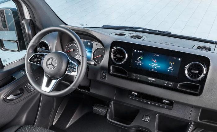 Mercedes – Benz Sprinter třetí generace, nově přepracovaný interiér (foto: Daimler)