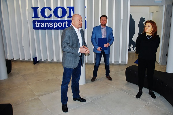 Novinářský den ve společnosti ICOM transport, zleva: Zdeněk Kratochvíl, generální ředitel, Jan Varhaník, odborný poradce a Kateřina Kratochvílová předsedkyně představenstva (foto: Zdeněk Nesveda)