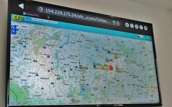 Dispečerské elektronické zařízení k okamžitému sledování všech autobusů, včetně informací o dodržování jízdních řádů a polohy autobusů (foto: Zdeněk Nesveda)