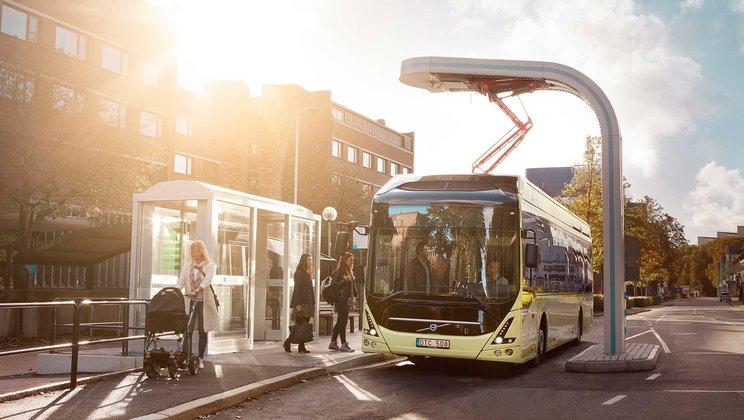 Volvo 7900 Electric Hybrid s průběžným dobíjením OppCharge (foto: Volvo)