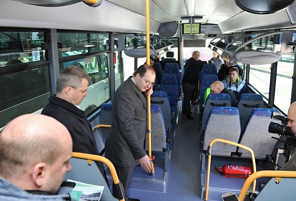 První jízda nových autobusů s prvními cestujícími (foto: BusLine)