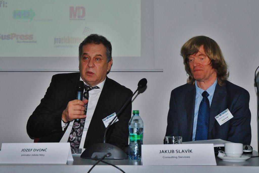 Smart city v praxi lll primátor města Nitry Jozef Dvonč a organizátor konference Jakub Slavík (foto: Zdeněk Nesveda)