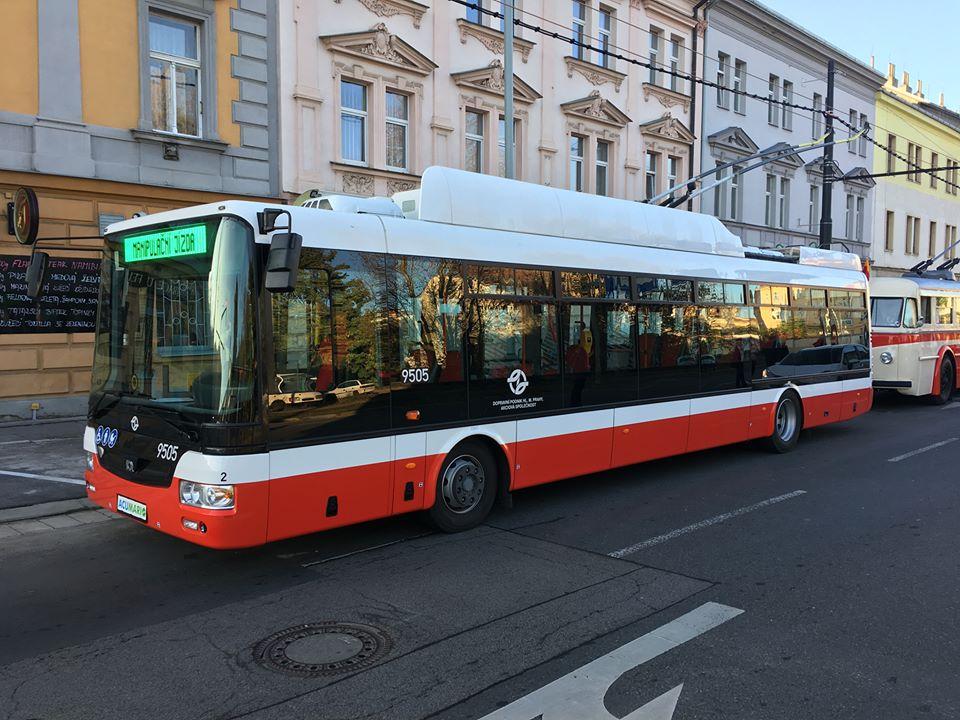 Elektrobus s dynamickým dobíjením (foto: DPP)