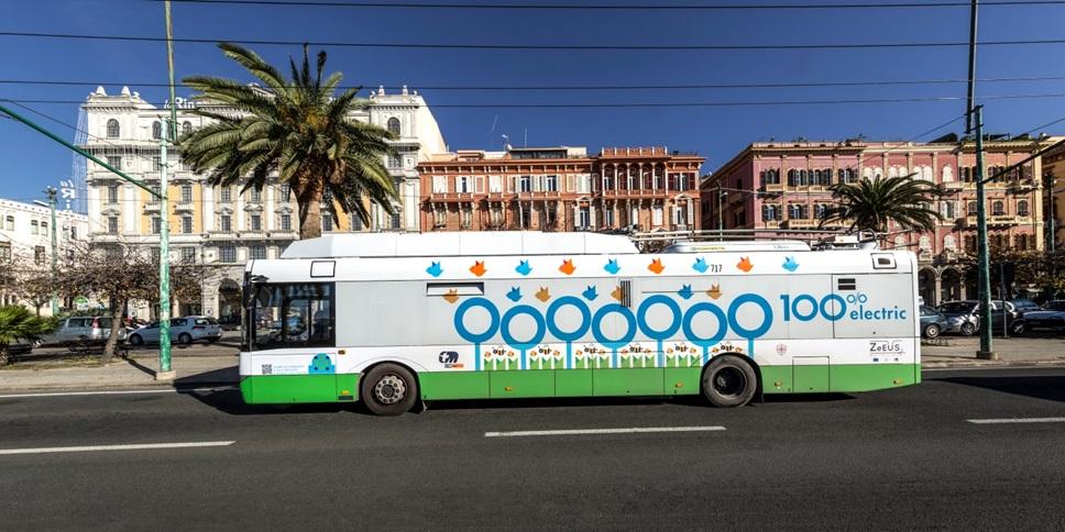 2 trolejbusy Solaris Trollino T12 pro 82 cestujících  ( foto:ZeEUS