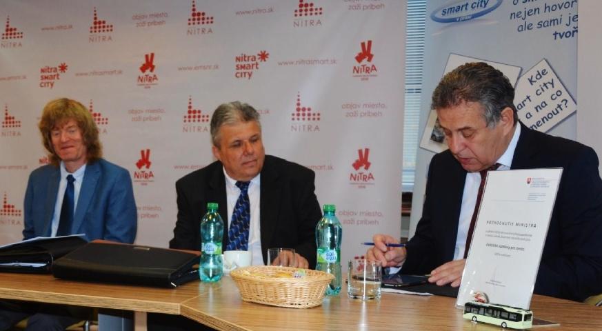 O podujatí informovali, zľava, Jakub Slavík, Zdeněk Nesveda a primátor Nitry Jozef Dvonč.