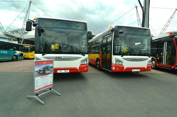 Do dieselové části vozového parku letos dopravní podnik zařadí tři moderní sólo autobusy značky IVECO Urbanway (foto:DPMHK)