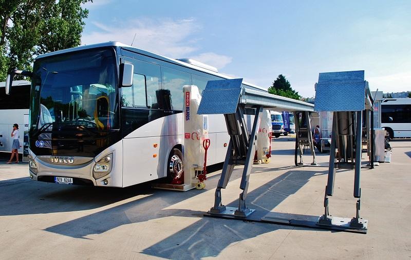 MITERAL sa prezentoval na veľtrhu BUS SHOW s praktickou ukážkou zdvíhacích zariadení pre autobusy a ťažké nákladné autá (foto: Zdeněk Nesveda)