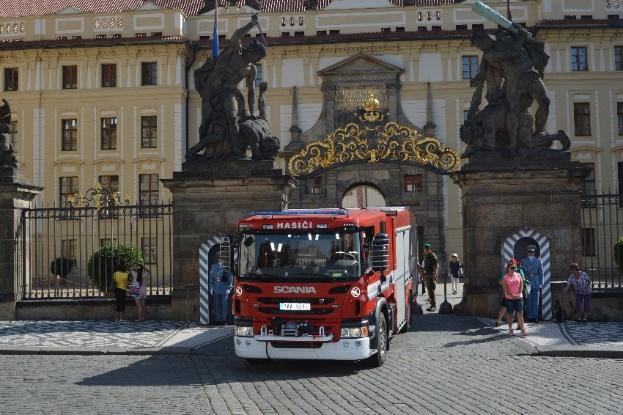 Hasičská vozidla Scania chrání  Letiště Václava Havla, Pražský hrad (foto: Scania)