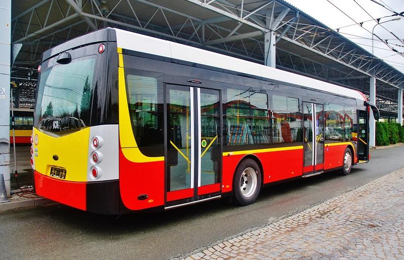 Jeden z dalších nových elektrobusů SOR ve flotile Dopravního podniku Hradce Ktálové (foto: Zdeněk Nesveda)