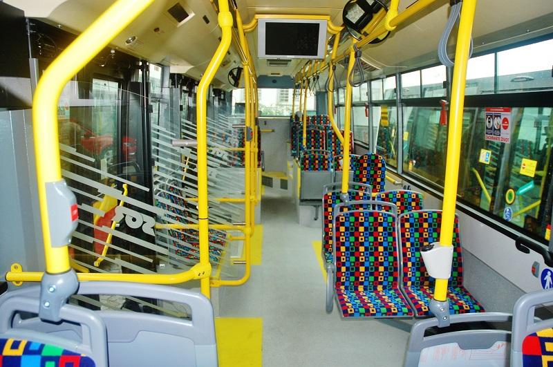 Dobře ztvárněný, přívětivý interiér nových trolejbusů v Hradci Králové (foto: Zdeněk Nesveda)