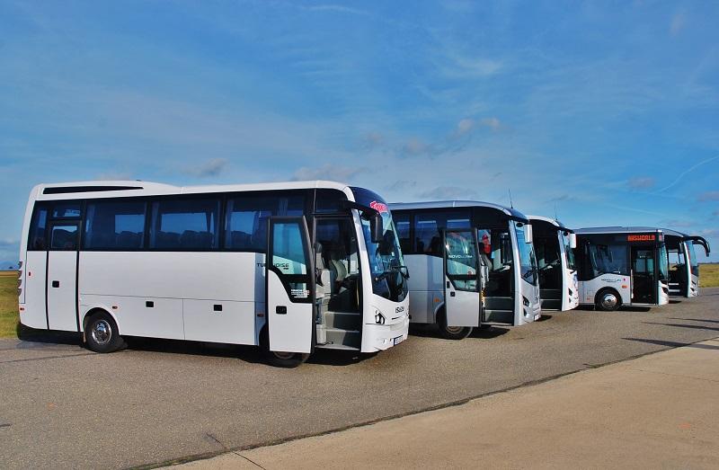 Pětice testovaných autobusů ISUZU, TURQUOISE, NOVO Ultra, NOVO Lux, NOVOCITI Life, VISIGO Hyper (foto: Zdeněk Nesveda)