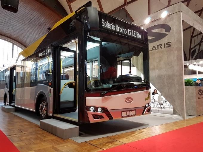 Hybridní městský autobus Solaris Urbino 12 LE lite na veletrhu CZECHBUS 2018 (foto: Solaris)