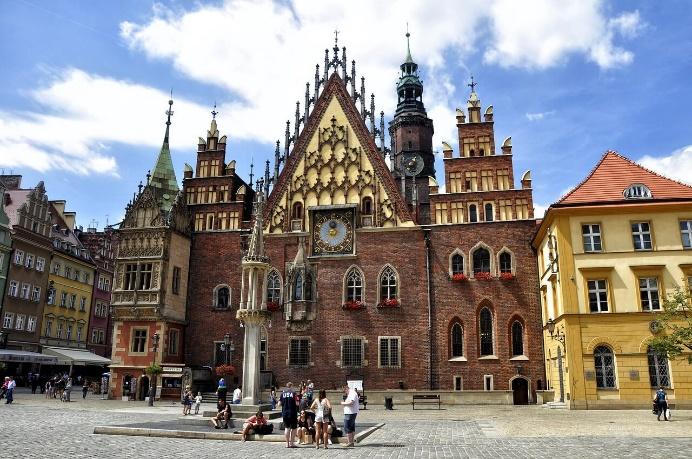•Každodenní spojení Ostravy a Olomouce s letištěm v Krakově, cena od 149 Kč