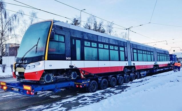 Jubilejní 250. tramvaj ForCity Alfa s evidenčním číslem 9450 v Praze (foto: DPP)