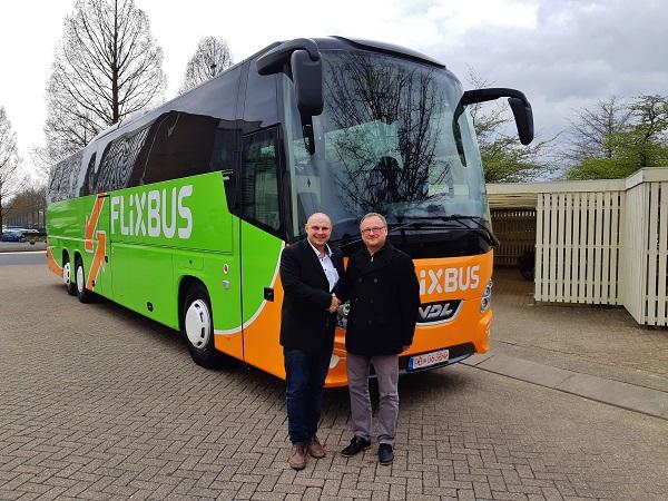 28.03.2019 předání nového autobusu VDL Futura FHD2 139/330, Euro 6, firmě UMBRELLA Services s.r.o., Liberec. Autobus osobně přebírá pan Jan Konopásek. (foto:VDL)