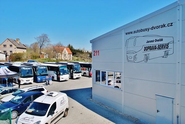Zákazníci a příznivci značky se setkali v autorizovaném servisním centru VDL,  DOPRAVA - SERVIS Jaromír Dvořák v Mladé Vožici.