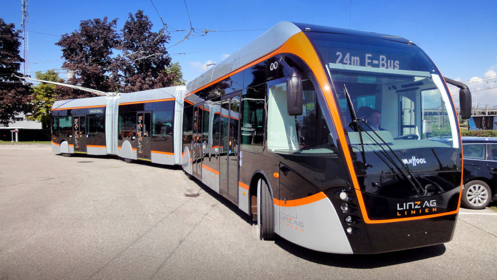 Příklad velkokapacitního trolejbusu, délka 24 m v rakouském Linci (foto: VAN HOOL)