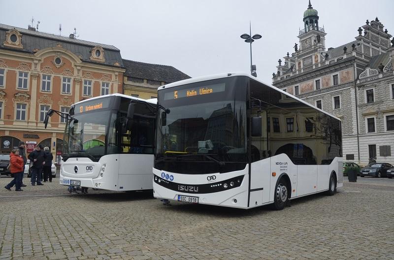 Autobusy Mercedes a ISUZU v Kolíně