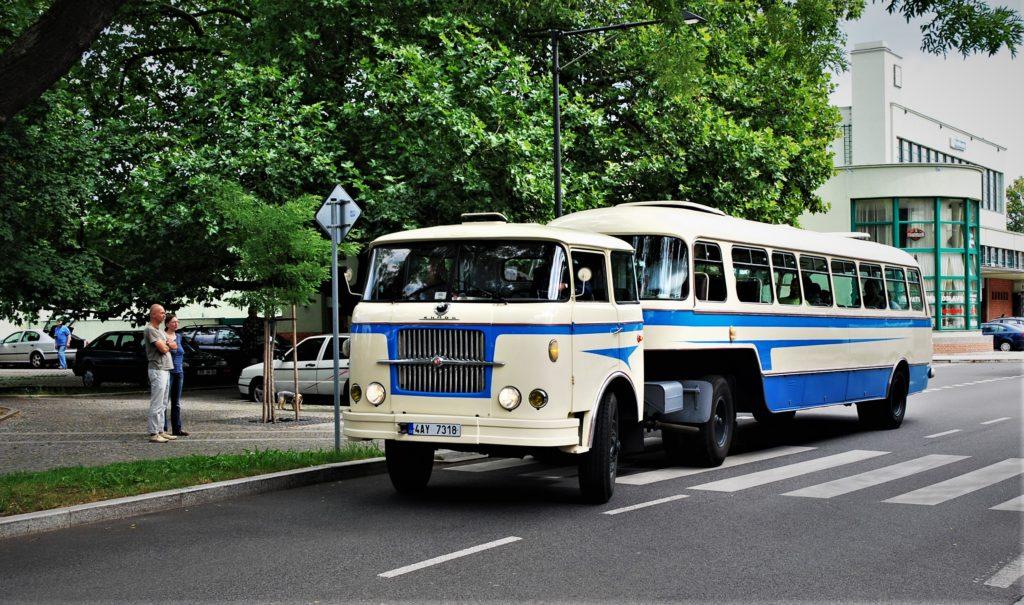 Historické autobusy Zlatý bažant Poděbrady 2016 foto: Zdeněk Nesveda